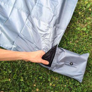 picknickdecke-200x200-integrierte-tasche